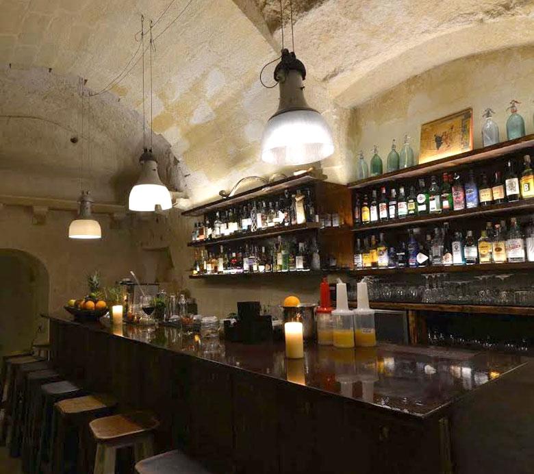chi-siamo-1-la-lopa-ristorante-pub-aperitivi-stuzzicheria-bar-happy-hour-sassi-di-matera-basilicata