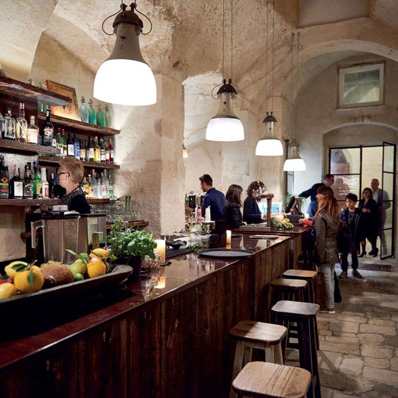 contatti-1-la-lopa-ristorante-pub-aperitivi-stuzzicheria-bar-happy-hour-sassi-di-matera-basilicata
