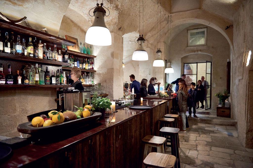 la-lopa-ristorante-pub-aperitivi-stuzzicheria-wine bar-happy-hour-sassi-di-matera-basilicata (4)