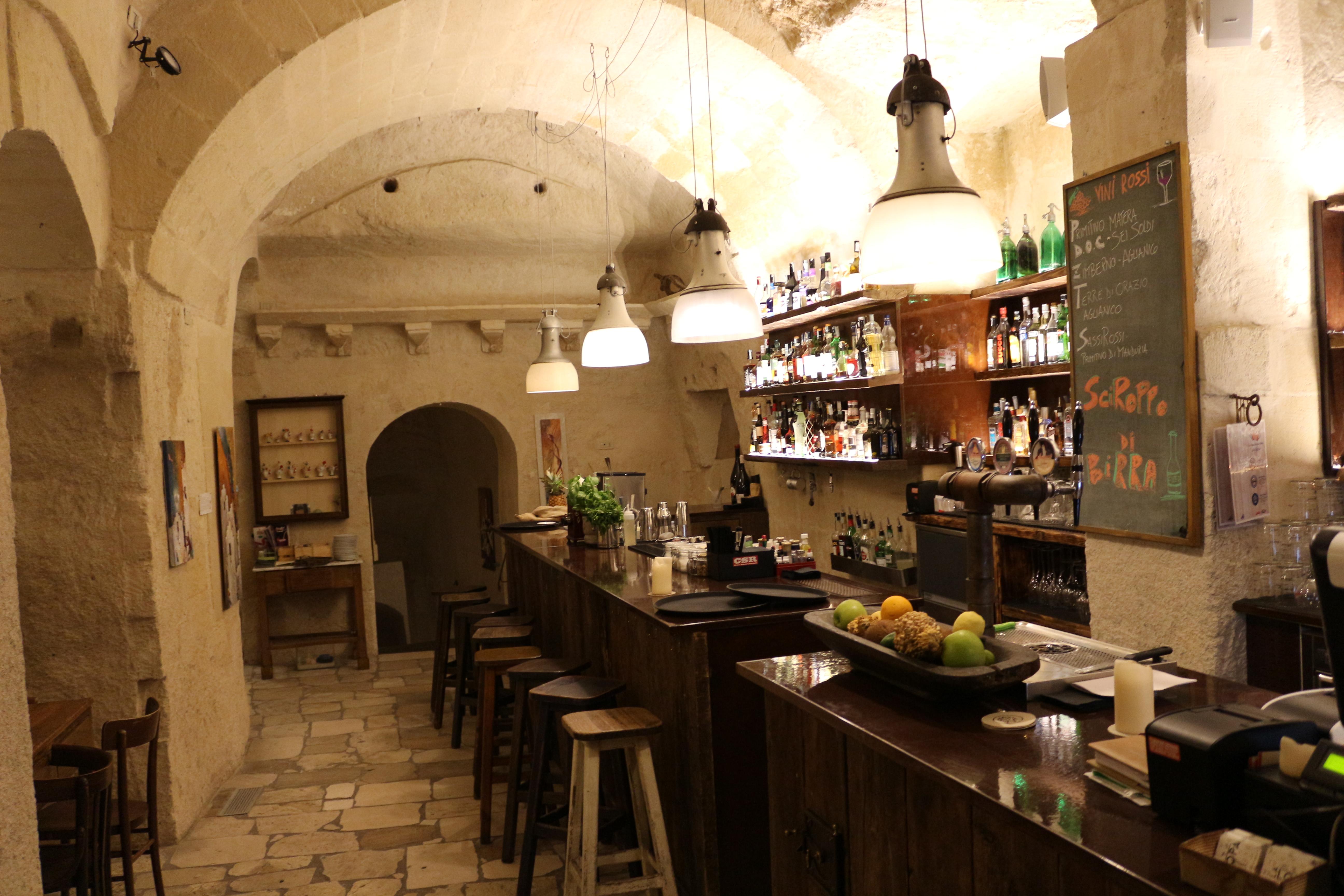 la-lopa-ristorante-pub-aperitivi-stuzzicheria-wine-bar-happy-hour-sassi-di-matera-basilicata90
